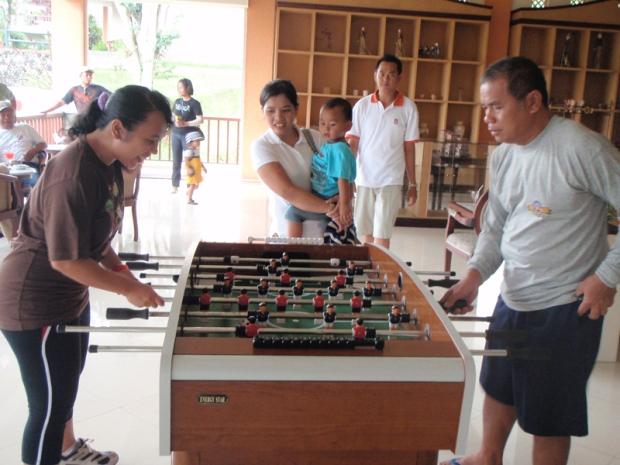 Menikmati hidup di masa tua. This is me and my dad playing mini soccer :D Hahaha