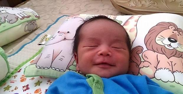 Hadiah terindah yang Tuhan berikan ;) Lihat senyumnya kebayar semua sakitnyaaa. Hehehe