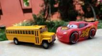 Mainan anak mobil-mobilan dan bus