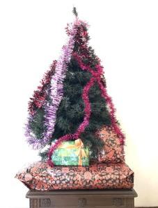 Tips Melatih Balita Belajar Sabar dengan cara minta anak menunggu hingga Natal atau ulang tahun untuk mendapatkan sesuatu